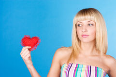 Regard blond doux au coeur photo stock