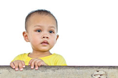 Regard d'enfants à l'avant photographie stock