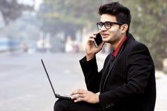 Regard d'entreprise modèle masculin indien des employés image stock
