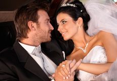 Regard d'offre de jeunes mariés Photo libre de droits