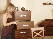 Regard dans des tiroirs Image libre de droits