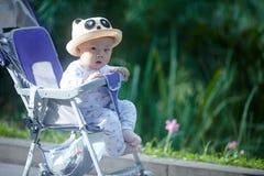 Regard de bébé garçon Photo stock