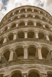 Regard de détail sur la tour de Pise images stock