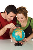 regard de globe de couples Photos stock