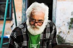 Regard de vieil homme - verticale aînée image stock