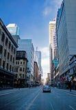 Regard du nord sur la rue de Yonge à Toronto du centre photographie stock