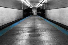 Regard en bas d'une station de métro Photos libres de droits