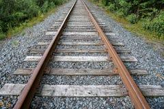 Regard en bas des voies ferrées Photo stock