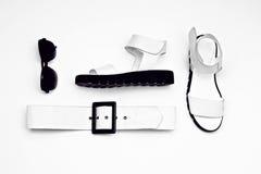 Regard fascinant de dames de mode style minimaliste noir et blanc Images libres de droits