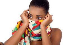 Regard fixe de jeune femme africaine images stock