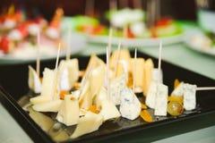 Regard gentil et fromage savoureux de nourriture photo libre de droits