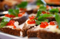 Regard gentil et nourriture savoureuse photo stock