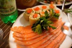Regard gentil et nourriture savoureuse images stock