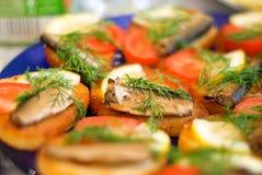 Regard gentil et nourriture savoureuse image stock