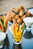 Regard gentil et nourriture savoureuse photos libres de droits