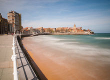 Regard le long de la plage de San Lorenzo vers la péninsule de Santa Photos libres de droits