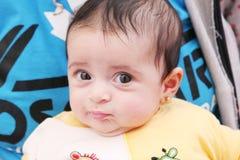 Regard nouveau-né de fille Photo stock