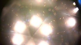 Regard par le kaléidoscope clips vidéos