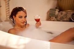 Regard séduisant du bain Photos libres de droits