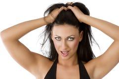 Regard sexy, elle a les deux mains dans le cheveu photographie stock libre de droits