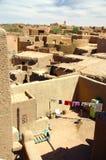 Regard vers le bas sur des maisons d'Agadez photos stock