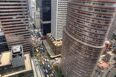Regard vers le bas sur le trafic de New York photographie stock libre de droits