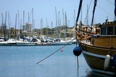 Regardant à l'extérieur le yacht (horizontal) images libres de droits