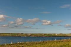 Regardant au continent du site italien de chapelle, Orkneys, Ecosse Images stock
