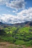 Regardant au-dessus de la vallée de Newlands du haut de Catbells, secteur de lac Photo stock