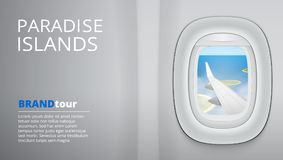 Regardant dans la fenêtre sur Wing Of An Airplane, ciel nuageux bleu illustration stock