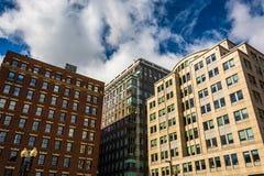 Regardant des bâtiments à Boston, le Massachusetts photos stock