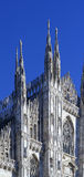 regardant des Di Milan de Duomo signifiant Milan Cathedral en Italie, avec b Images stock
