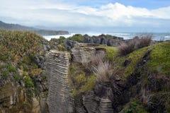 Regardant du sud des roches de Punakaiki vers Greymouth, nouveau Zealan Images stock