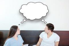 Regardant la bulle de pensée de la parole, nuage comique image libre de droits