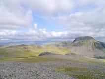 Regardant vers l'est du sommet de Kirk Fell, secteur de lac photographie stock libre de droits