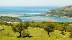 Regardant vers le bas sur Barmouth de Cregennen un paysage de Gallois Image stock