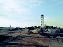 Regarder à la mer atlantique rugueuse des rivages rocheux de P image stock