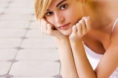 Regarder blond fixement l'appareil-photo Photos stock