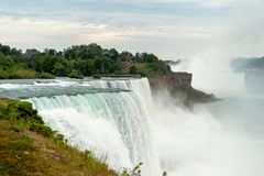 Regarder du sud des chutes du Niagara photographie stock libre de droits