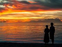 Regarder fixement le coucher du soleil Image libre de droits