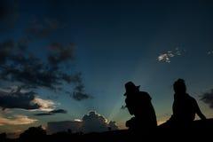 Regarder le coucher du soleil d'Angkor Vat Photo libre de droits