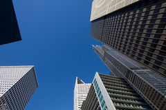 Regarder les bâtiments du centre de gratte-ciel de Chicago Photo stock