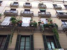 Regarder les fenêtres de fantaisie d'appartement Photo stock