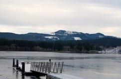 Regarder les montagnes Image libre de droits