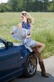Regarder une carte routière Photographie stock libre de droits