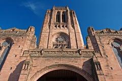 Regarder vers le haut la cathédrale d'anglican de Liverpool photo stock