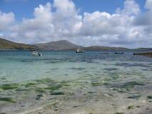 Regardez à travers la baie de Vatersay, Hebrides externe Ecosse photo libre de droits