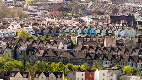 Regardez au-dessus de Bristol Row Of Terraced Houses l'Angleterre photos libres de droits