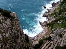 Regardez au-dessus de la mer Méditerranée et par l'intermédiaire de Krupp Images stock