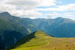 Regardez au-dessus des montagnes de Pyrénées, Espagne Photos stock